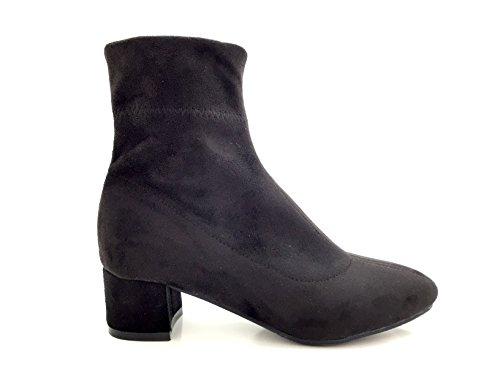 CHIC NANA . Chaussure femme bottine à talon, effet suédine, dotée d'un bout rond et d'un talon large.