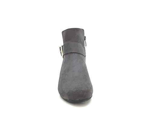 CHIC NANA . Chaussure femme bottine compensée, effet daim, dotée d'une bride avec boucle fantaisie. Gris