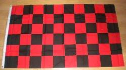 Rouge/noir/carreaux Grand Drapeau 152 x 91 cm.