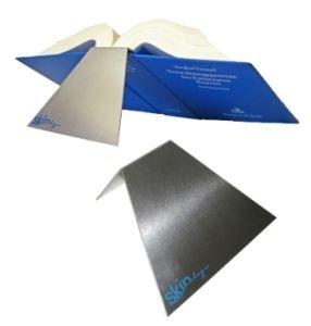 Skin legis blue: Praktische Aluminium-Buchstütze, erleichtert die Arbeit mit Gesetzestexten.