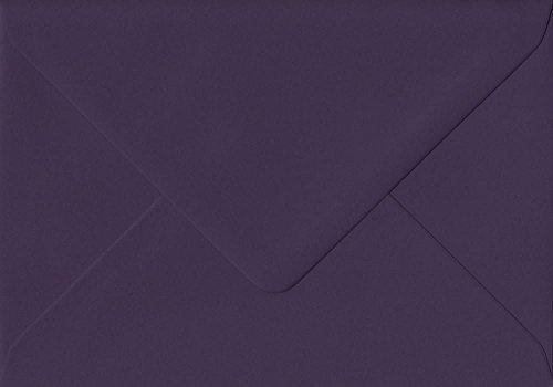 Dark Aubergine (100Stück aubergine 114mm x 162mm Gummierung, 135GSM Luxus C6(passt auf A6) Farbige Umschläge Dark Purple. GF Smith colorplan Papier.)
