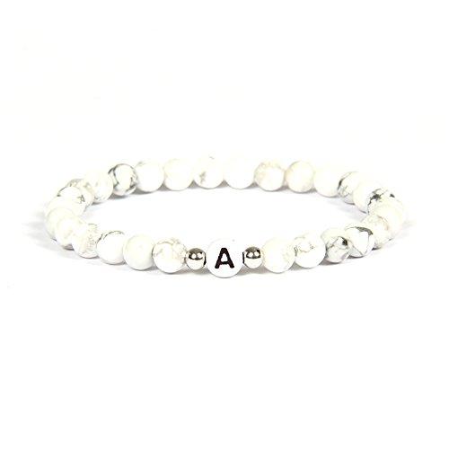 Good.Designs Namenarmband aus weißen Howlith mit Buchstabenperlen von A-Z, Freundschaftsarmband mit Kleinen Echtsilber - Perlen für Den Partner