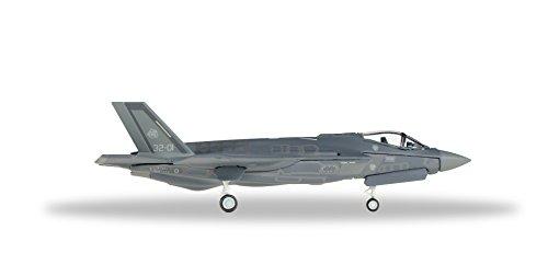 herpa-557832-italian-air-force-ami-lockheed-martin-f-35a-lightning-ii-32-grad-stormo-13-grad-gruppo