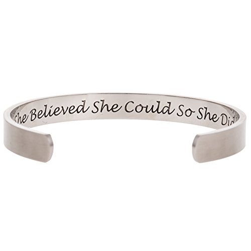 Imagen de jude  brazalete inspirador con texto en inglés she believed she could so she did