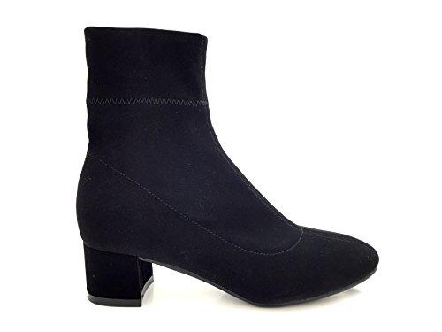 CHIC NANA . Chaussure femme bottine à talon, effet nubuck dotée d'un bout rond et d'un talon large.