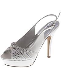 zapato de mujer bonita con diamantes de imitación y el arco ceremonia