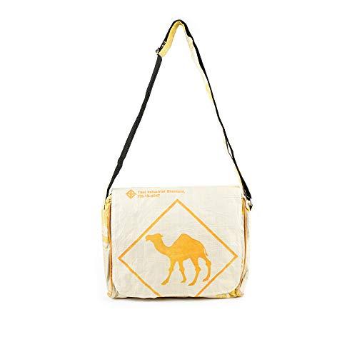 Upcycling Messenger 'Bag Up' aus recyceltem Zement- /Fischfutter-/Reissack, Farbe/Aufdruck:Kamel Beige-Ocker