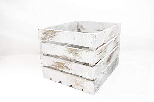 Caja de madera grande pintada de blanco vintage, caja con medidas 50x40x30cm. Caja realizada con toque antiguo, ideal para transporte, decoración del hogar, hostelería, bodas y decoración en general. Las medidas indicadas son aproximadas. Producto re...