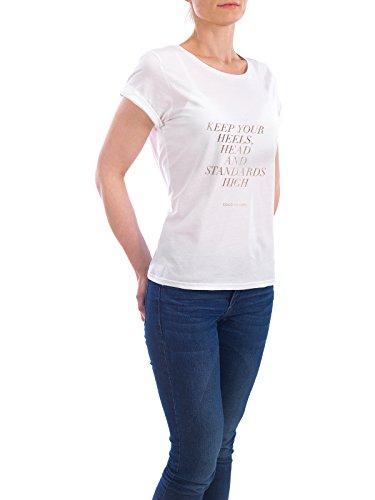 """Design T-Shirt Frauen Earth Positive """"Keep Your Heels Head and Standards High"""" - stylisches Shirt Typografie Fashion von Planeta444 Weiß"""