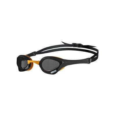 Schwimmbrille Cobra Ultra von Arena, Rauchglas, Rahmen Schwarz/Orange.