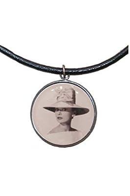 Pendentif en acier inoxydable, 30 mm, cordon en cuir, fait à la main, illustration Audrey Hepburn