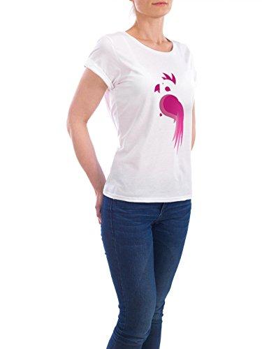 """Design T-Shirt Frauen Earth Positive """"Pinker Papagei"""" - stylisches Shirt Kindermotive von Jessica Koronkiewicz Weiß"""