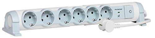 Legrand, 694656 Bases Múltiples Confort y Seguridad - Regleta con 6 enchufes, protección contra sobretensiones, 6 tomas corrientes con interruptor, cable de 1,5 mts, color blanco y gris, 6 tomas + interruptor