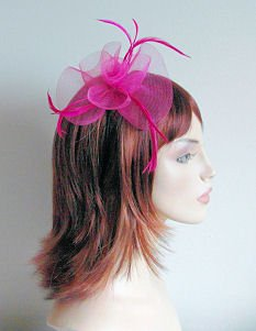 Top Brand Bibi en forme de fleur en tissus et orné de plumes monté sur un bandeau ultra mince Rose