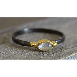 Petite Oval Mondstein Vergoldeter aus oxidiert Ring em US-Größe 6 / Diameter 16.5mm