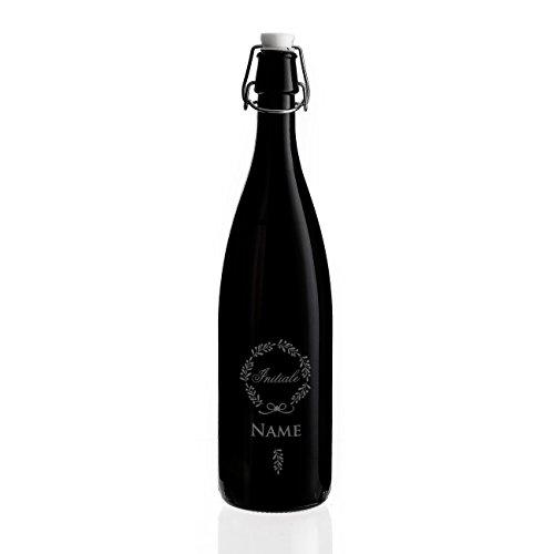 Herz & Heim® Dunkle Bügelflasche für Selbstgemachten aus Glas mit Gravur des Namens und Initiale