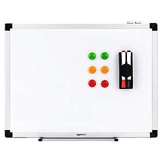 AmazonBasics – Pizarra blanca magnética con bandeja para rotuladores y marco de aluminio, 60 cm x 45 cm