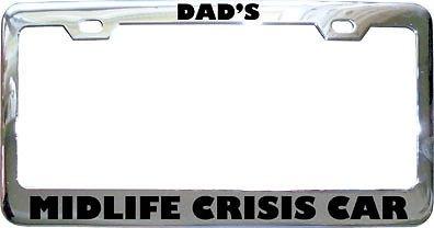 Kfz-Kennzeichenrahmen mit Aufschrift Dad's Midlife Crisis, Metall, perfekt für Männer und Frauen, Auto-Dekoration