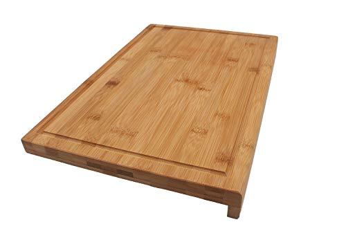 Coninx Holzbrett Küche Groß - Schneidebrett mit Anschlag aus Bambus - 45cm x 30cm x 2.5cm großes und Robustes Küchenbrett/Schneidunterlage/Arbeitsbrett mit Saftrille