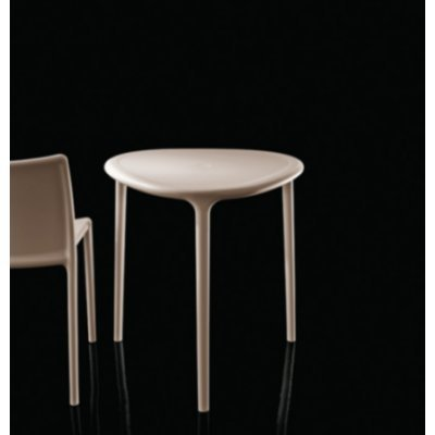 Magis air-Table Table Triangulaire Beige