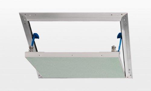 revision-de-aleta-aluplana-500-x-500-mm-con-en-un-espacio-adecuado-para-carton-yeso-con-deposito