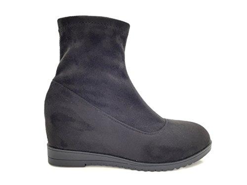 CHIC NANA . Chaussure femme bottine compensée, effet suédine, dotée d'un bout rond. Noir