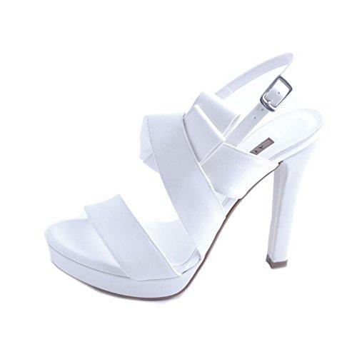 Albano sandali donna sposa in raso bianco con fasce e fiocco laterale, chiusura con cinturino al tallone. tacco comodo robusto da 12cm e plateau da 2 cm.taglia 39