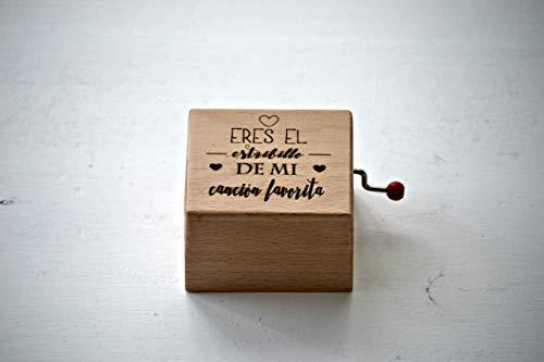 """Caja de música """"Eres el estribillo de mi canción favorita"""". Melodía: La vie en rose."""