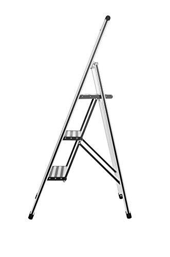 WENKO Leichte Aluminium Trittleiter mit 3 Stufen für 75 cm höheren Stand, rutschsichere XXL-Stufen, Design Klapptrittleiter mit 44 x 127 x 5,5 cm, TÜV Süd zertifiziert, matt silber
