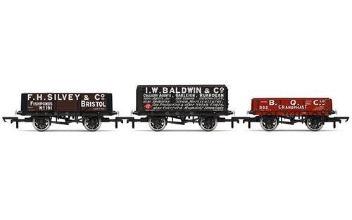 Hornby R6882 Plank Wagon (3 Stück) Güterwagen, Multi