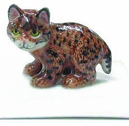 bobcat-kitten-whiskers-stands-all-bunched-up-miniature-porcelain-new-figurine-little-critterz-lc103-