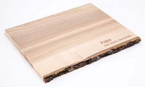 Rustikales Schneidebrett aus Massivholz mit originaler Baumrinde. Blanko oder mit Gravur veredelt - auf Wunsch sogar individuell. Erhältlich in 3 Größen-Varianten