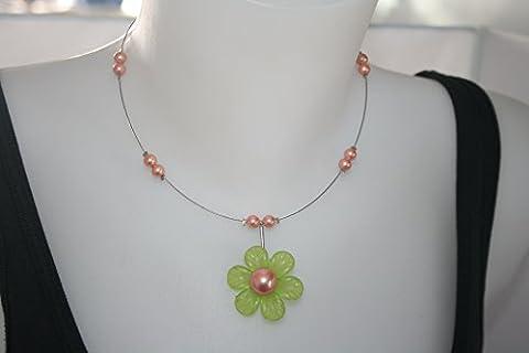 collier fleur lucite verte et perles de Majorque orange reflets sur fil câblé argenté