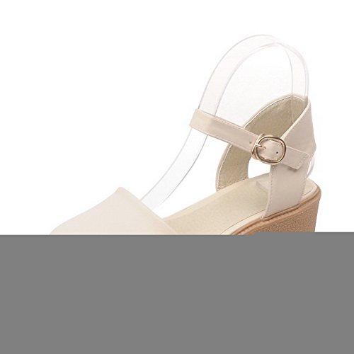 VogueZone009 Damen Schnalle Schließen Zehe Niedriger Absatz Pu Leder Sandalen Cremefarben