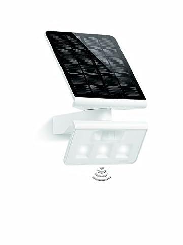 Steinel LED Solar-Leuchte XSolar L-S weiß mit 1,2 Watt LED-Lichtsystem und 150 lm, 140° Bewegungssensor mit max. 8 m Reichweite, Monokristallines Solarpanel, ideal für Garten, Terrasse und Hauswand, 671006
