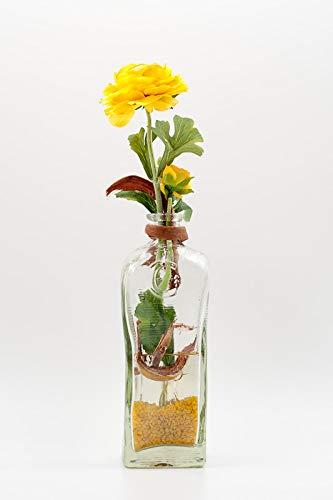 Tischgesteck mit gelben Ranunkeln+viereckiger Flasche-Tischdeko mit künstlichen Blumen