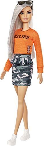 Barbie FXL47 - Fashionistas Puppe im Malibu T-Shirt und Camouflage Rock mit silbernes Haar, Puppen Spielzeug ab 3 Jahren -