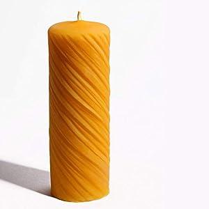 2 Stück Kerzen aus 100% Bienenwachs handgemacht gegossen mit langer Brenndauer Spiralendesign 12 x 4,5 cm…