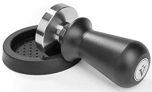 VIENESSO Profi Barista Tamper Set - Druckregulierend mit Anpressdruck von ca. 14kg durch integrierte Feder - Kaffee Stempel aus Edelstahl inkl. Matte für optimales tampern + E-Book! (schwarz, 58 mm) -