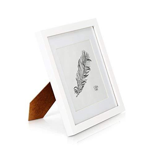 Quadratischer Bilderrahmen aus Echtholz - 25 x25 cm mit Glasscheibe - Weiß - Mit Passepartout für 18x18 cm Photos - Rahmenbreite 2cm