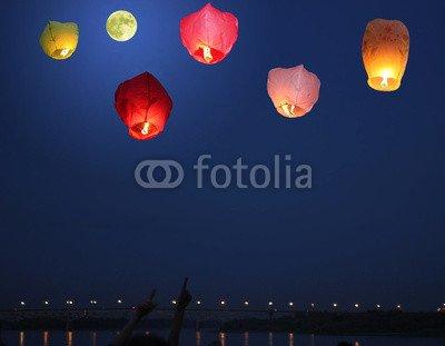 "Alu-Dibond-Bild 100 x 80 cm: ""Multi-colored lanterns in the sky"", Bild auf Alu-Dibond"