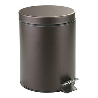 mDesign Cubo de basura con tapa y pedal – Moderna papelera de baño de acero inoxidable con recipiente interior extraíble – Capacidad: 5 litros – En color bronce, muy actual