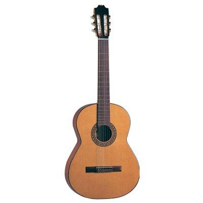 En la parte superior de cedro español Admira Solista de guitarra clásica