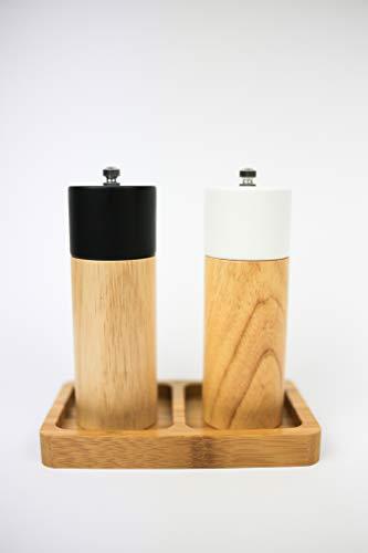 Flanacom Salzstreuer und Pfeffermühle Salz Pfeffer Mühle Gewürzmühle Holz - Premium 2er Set mit verstellbarem Keramikmahlwerk inkl. Bambusbrett als Ablage