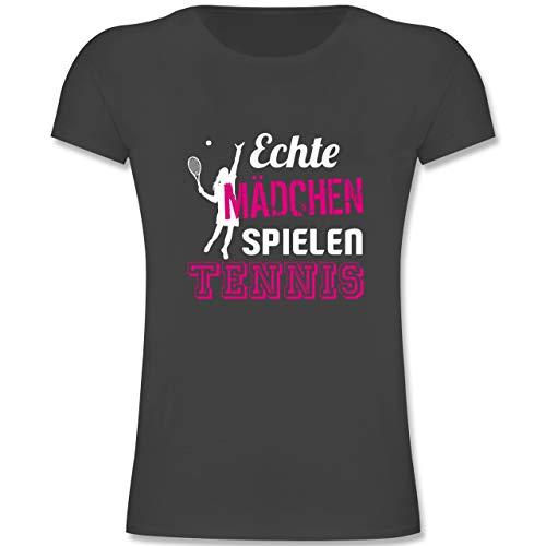 Sport Kind - Echte Mädchen Spielen Tennis - 140 (9-11 Jahre) - Anthrazit - F131K - Mädchen Kinder T-Shirt