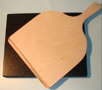 Pizzastein, Brotbackstein aus glasiertem Cordierit 375x295x19mm mit Holzschieber 46x30cm