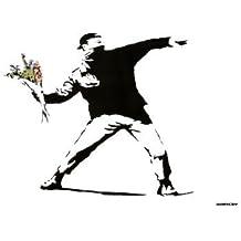 Banksy Throwing Flowers (Lanzando Flores) - Art en blanco y negro Poster - 42x58 cm