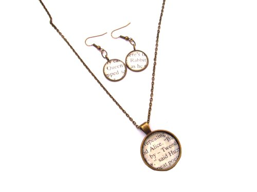 """Excerpts a libro """"Alice nel paese delle meraviglie, con orecchini a goccia, con collana con pendente in confezione regalo, colore: bronzo antico"""