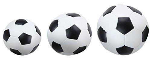 Lena 62161 - Soft - Sportbälle 3er Set Motiv Fußball, schwarz / weiß, Größe Softbälle 7 cm, 9 cm und 14 cm, im Netz, Spielbälle für Kinder ab 1 Jahr, weiche Schaumstoffbälle zum Spielen und Baden