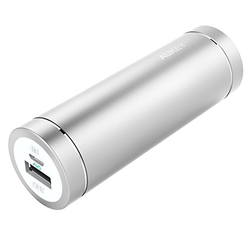 AUKEY Power Bank 5000mAh für iPhone 7, 7 Plus, 6s, 6 Plus, iPad, Samsung, Nexus 5X/6P usw., 2A Input / 2A Output (Silbrig)